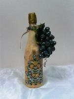 Бутылка шампанского с виноградом